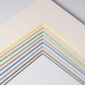 Fertig-Passepartout - ColorCoreStripe 2,2 Wei? / Kern: Gr?n   13x18 cm (9x13 cm)